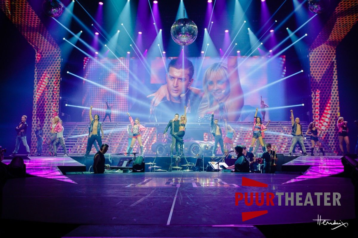 grease-the-arena-show-07-desktop-resolutie