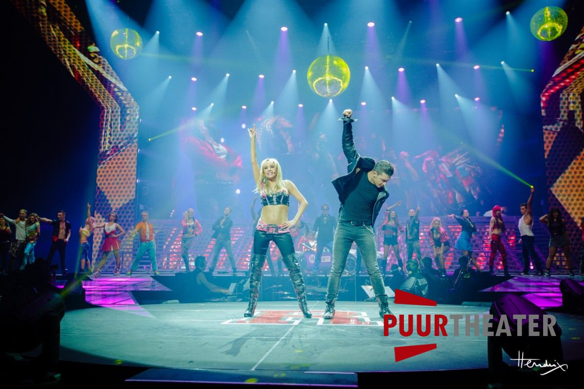 grease-the-arena-show-09-desktop-resolutie